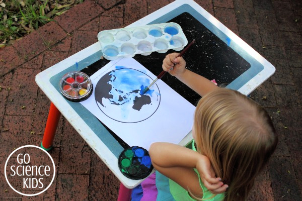 Painting the earth and the pacific ocean with blue watercolours